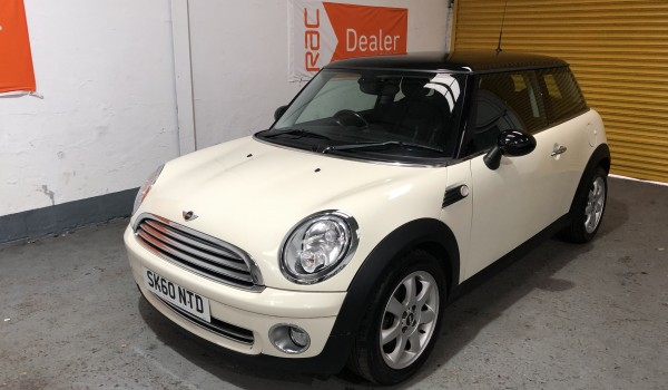 SOLD – 2010 Mini Cooper in Pepper White with £2880 worth of extras – SOLD