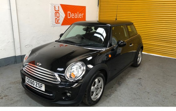 2010 Mini Cooper in Metalic Black