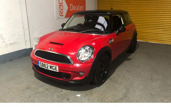 MINI Cooper S in CHILI Red with Full Service History
