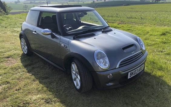 SOLD – Mini Cooper S with £4,620 of optional extras – SOLD
