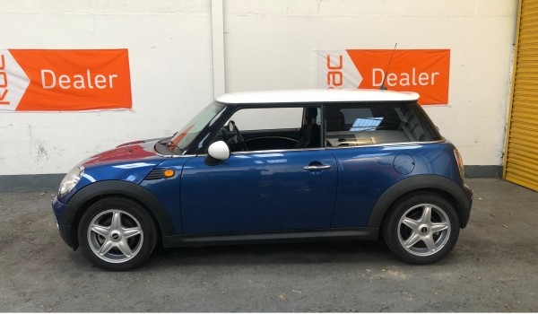 2007 MINI Cooper Automatic in Lightning blue