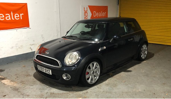 SOLD – 2007 Mini One in Metalic Black with JCW Bodykit & 17 inch refurbished alloys – SOLD