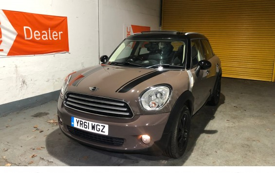 MINI Countryman 1.6 Cooper with CHILI Pack and Pan Roof