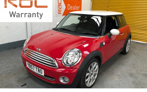 SOLD – Mini Cooper in red with white roof – SOLD