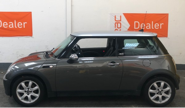 SOLD – 2006 MINI Cooper Park Lane Special Edition – SOLD