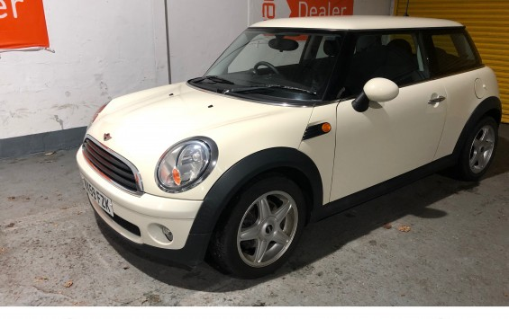 SOLD – 2009 MINI 1.4 ONE in Pepper White – SOLD