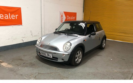2005 Mini Cooper with Extensive Service History and £3,250 of optional Extras